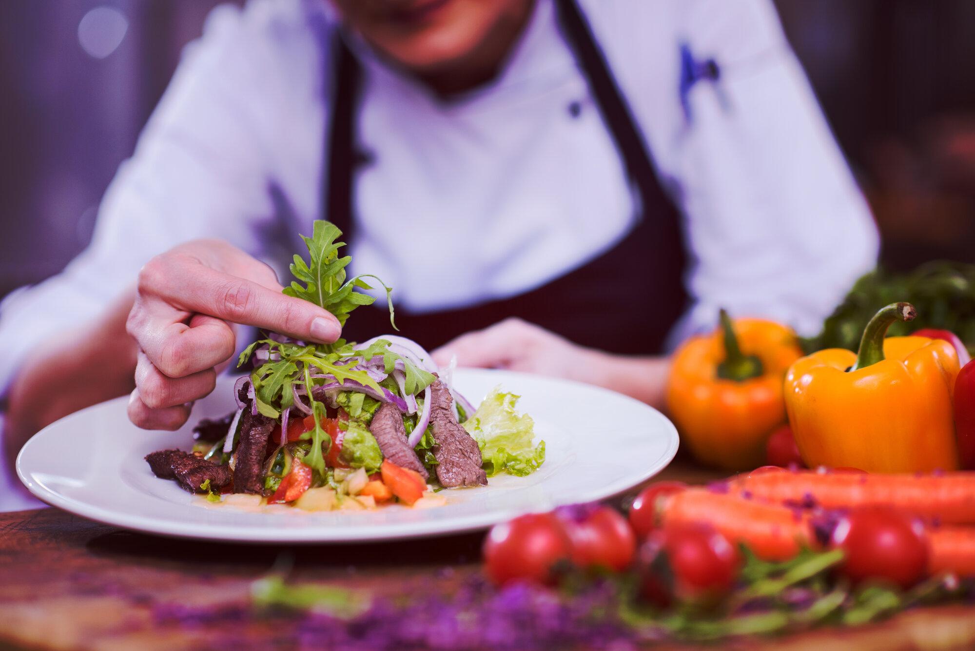 cook chef decorating garnishing prepared meal PVZR26N - Startseite